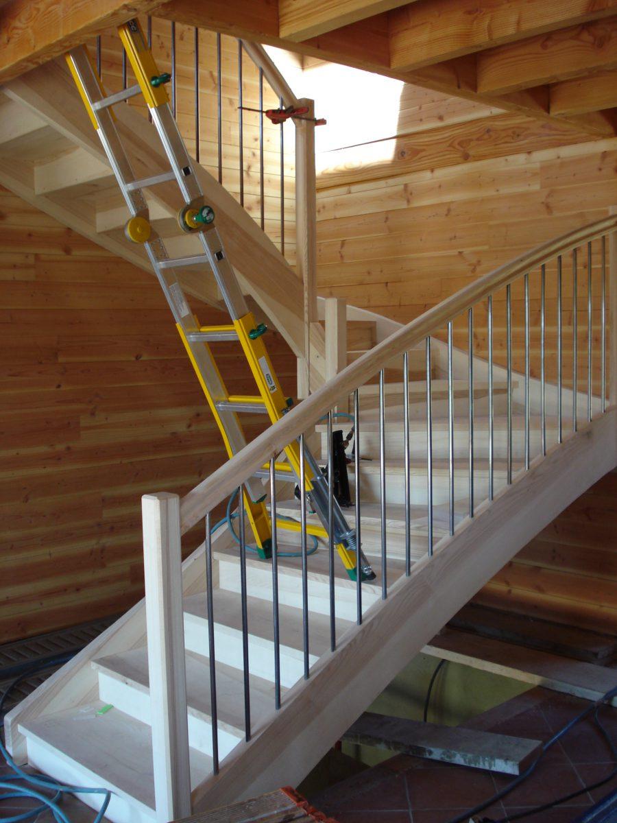 comment fabriquer un escalier en bois. Black Bedroom Furniture Sets. Home Design Ideas