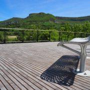 Pose d'une terrasse au bord du Tarn à Millau